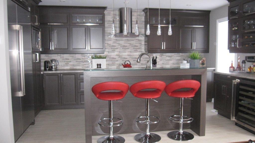 mon id e d cor est de m langer des mat riaux bruts dont la pierre et le bois un d cor moderne. Black Bedroom Furniture Sets. Home Design Ideas