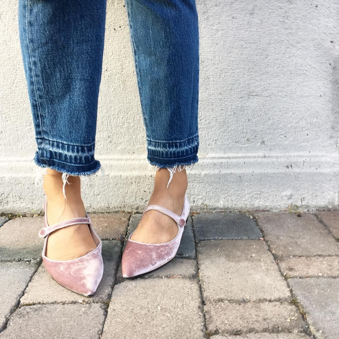 Elena Braghieri show how to wear the Mia Moltrasio pink pointed toe with a  denim by