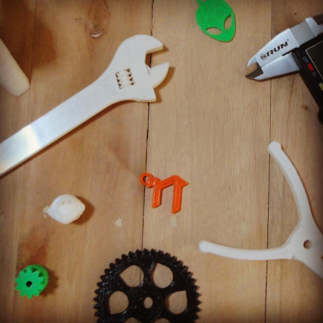 Are you ready for printing some cool stuff? // listo para imprimir un par de cosas geniales?  #3Dprint #pidimension #3dprinting #thingiverse #plastic #pla #maracaibo #impresion3d #creative by pi.dimension