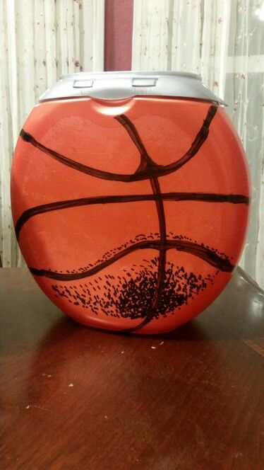 Basketball Valentine box from Tide container #tidepodscontainercrafts