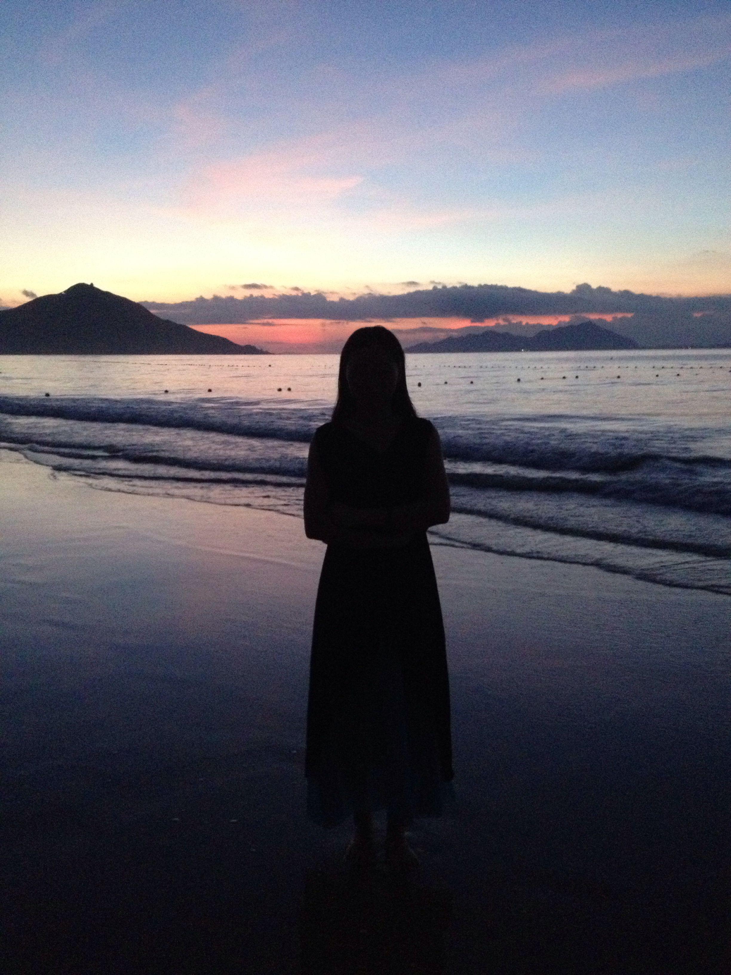 日出的背影