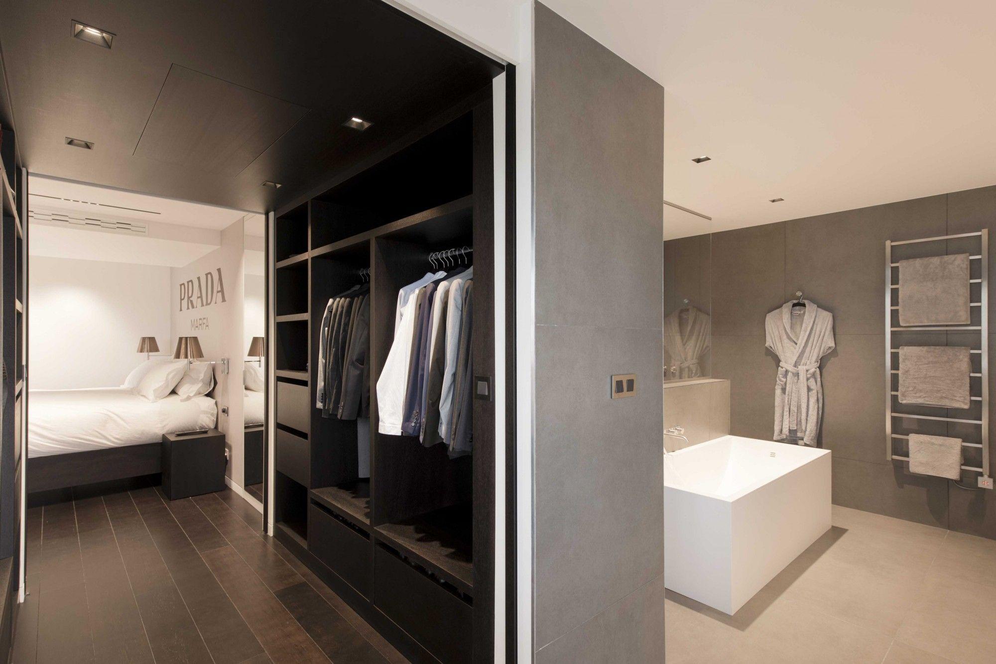 Chambre spacieuse, marron et blanche avec salle de bain | Loft ...