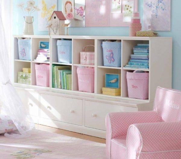 白のなたにパステル調のピンクと水色を組み合わせて収納しています。 インテリア 収納 子供部屋 インテリア