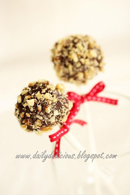 dailydelicious: Rocky road brownie pops: Mini brownies in your han...