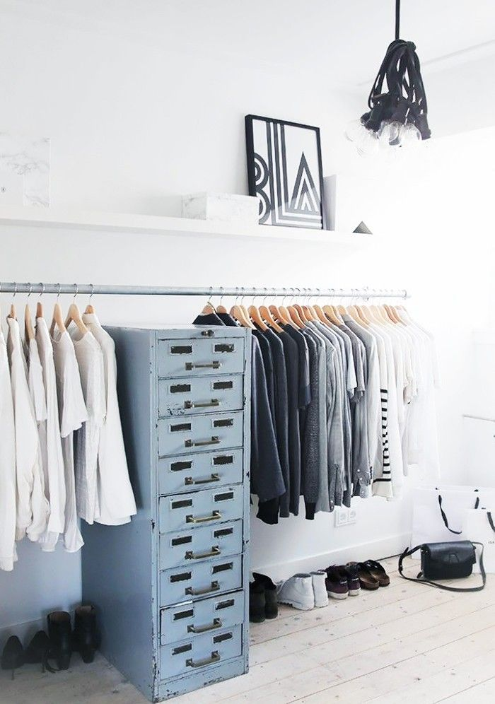 11 closet ideas for the minimalist girl minimalisme for Minimalisme rangement