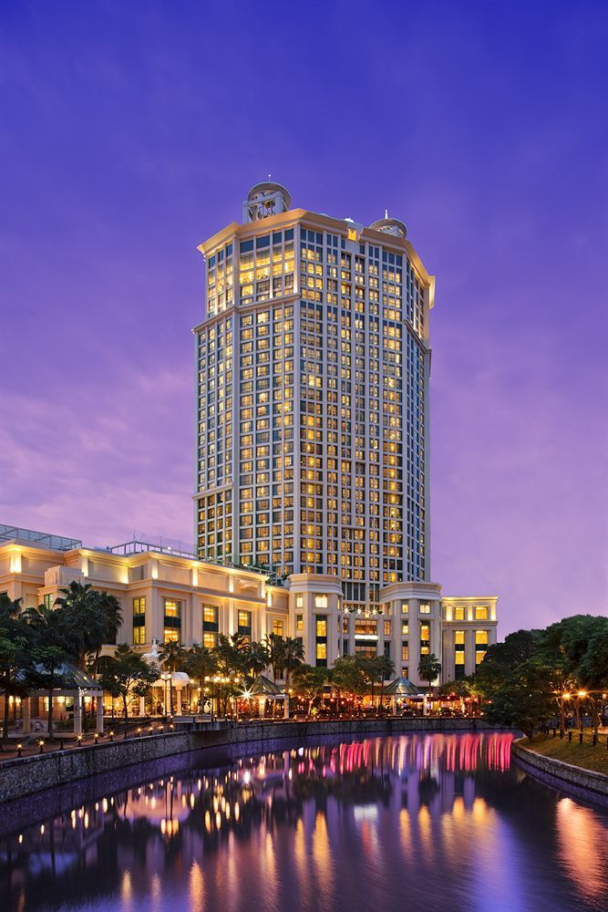 Grand Copthorne Waterfront Hotel Singapore is centrally