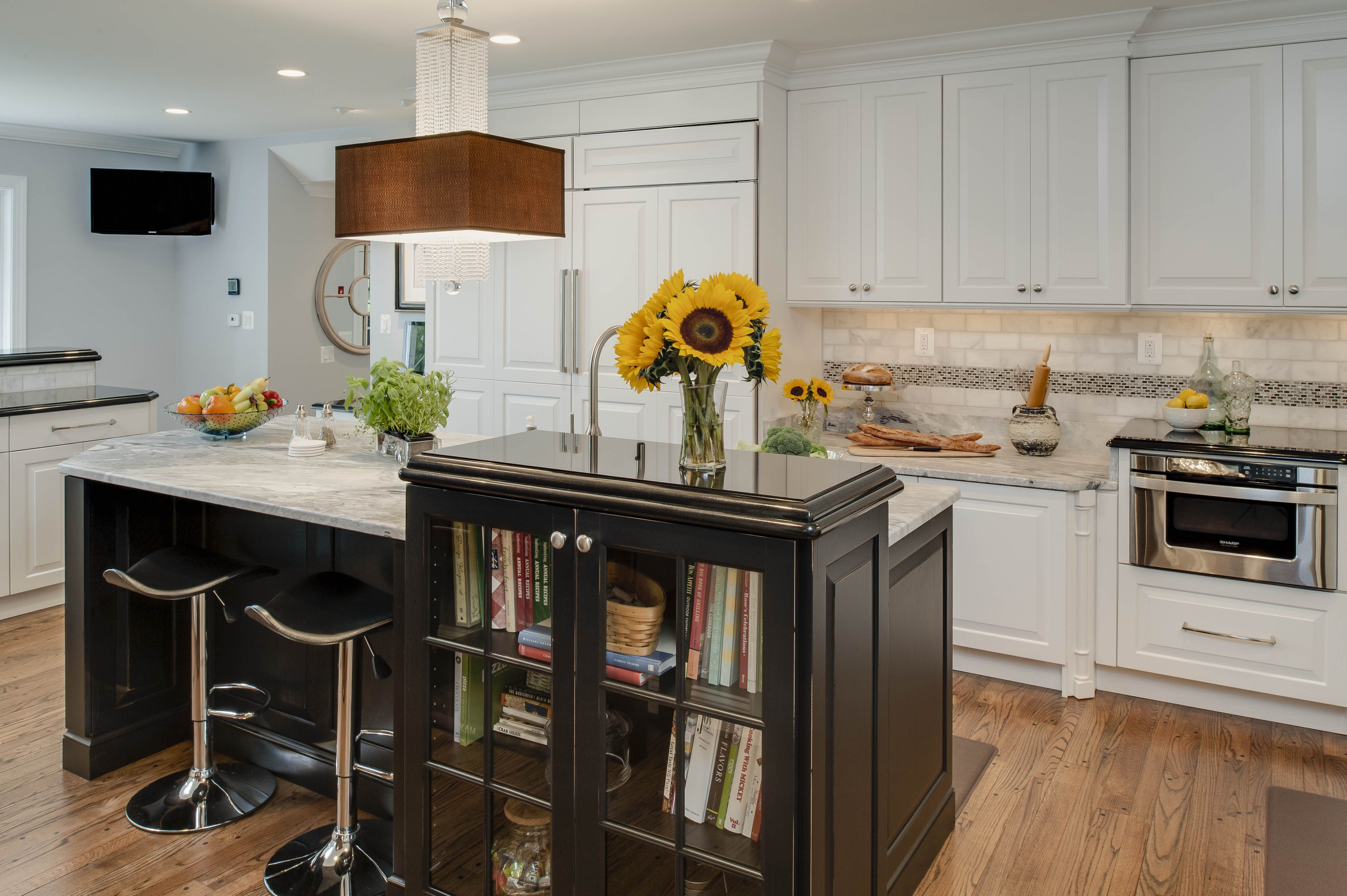 Traditional kitchen- under island seating, cook book ...