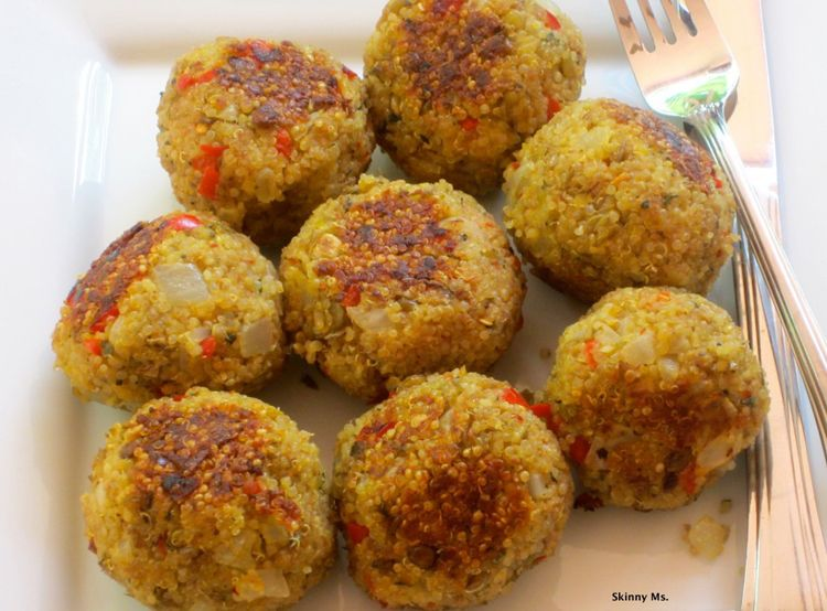 I CANNOT get enough of these Quinoa Meatless Meatballs! I keep them on hand for snacks or for a meal. They are a must-have! #quinoa #meatballs