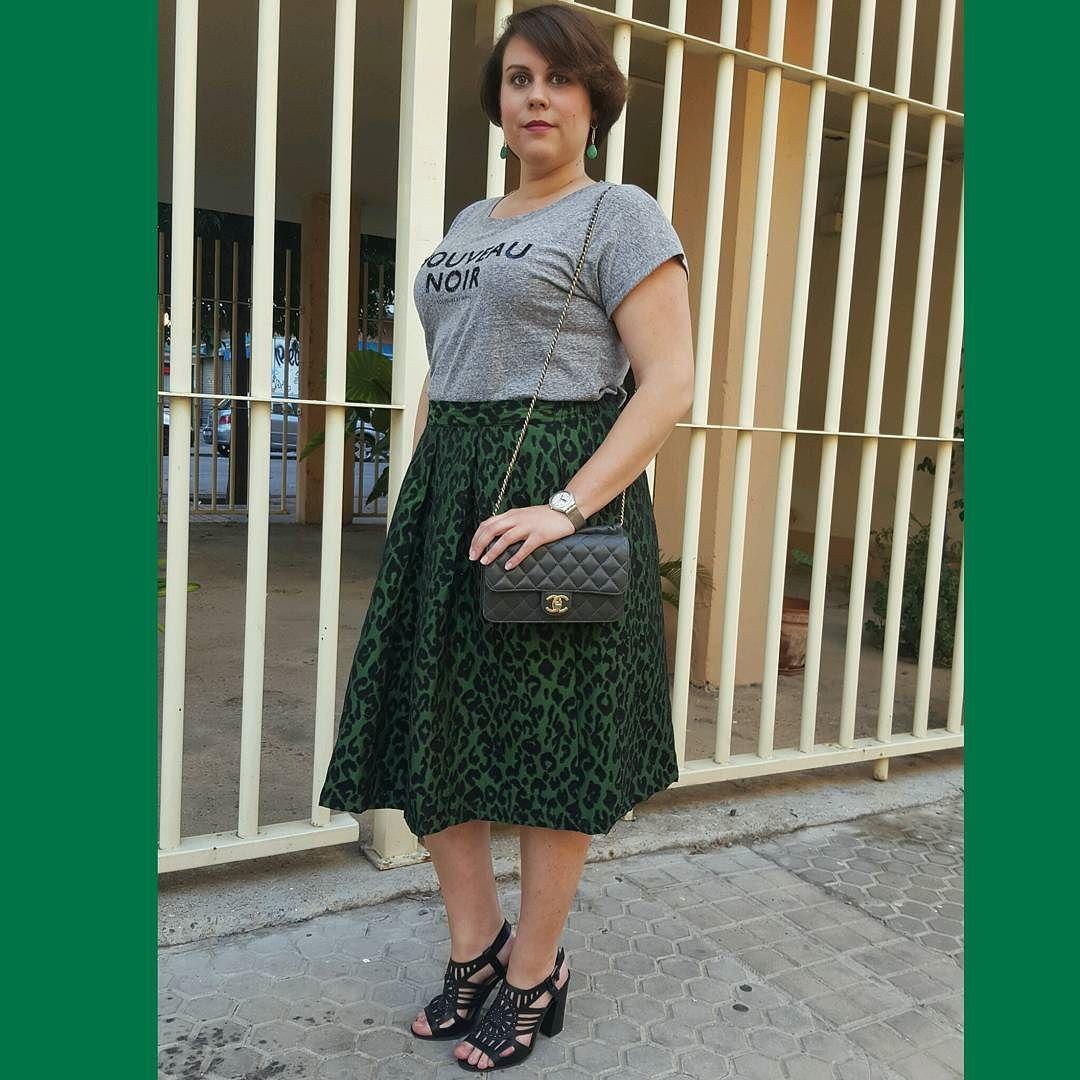 Verde Esperanza! Hoy os enseño un look con una falda muy cañera en el blog (Link en bio)  #fashion #style #moda #modadesevilla #instablogger #instafashion #fashionblogger #blogger #igersmoda #curves #curvygirl #lookbook #ootd #tdsmoda #look #compañiafantastica #mango #primark #chanel