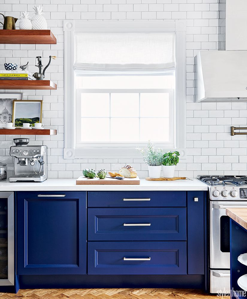 A 1960s kitchen gets updated with a blend of dark tones ...