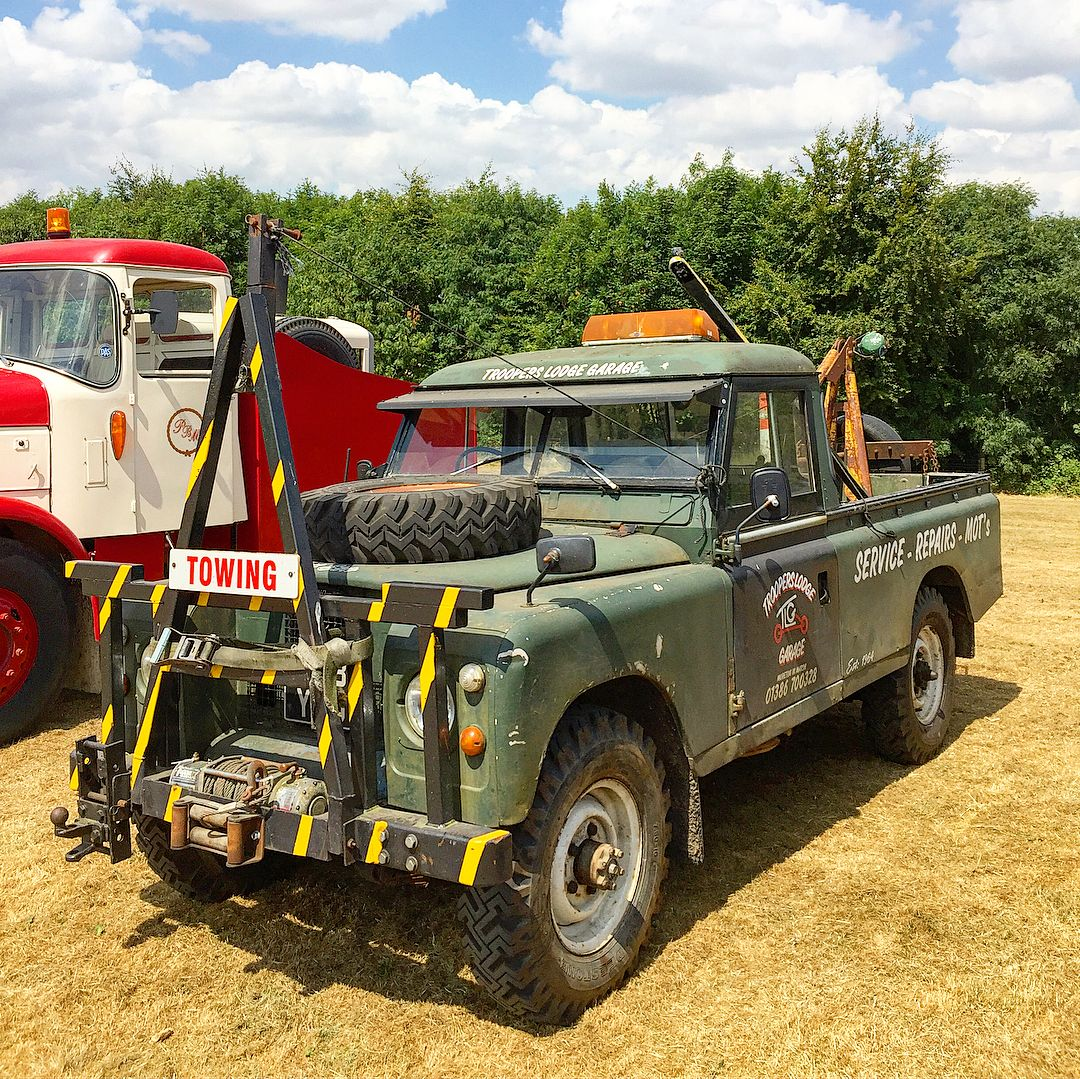 Towing Land rover series, Classic car restoration, Land