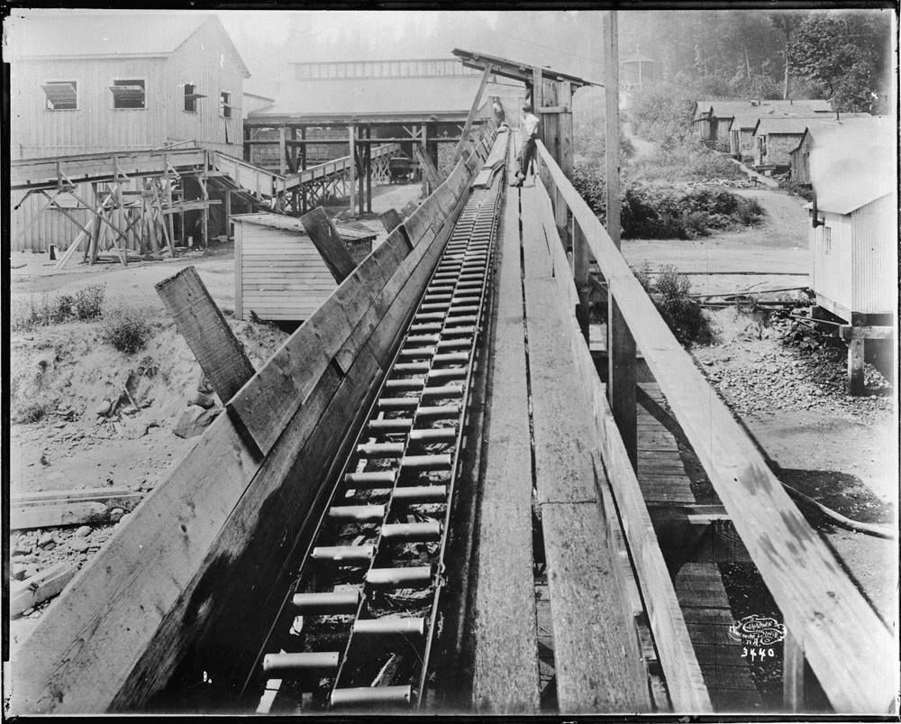 Cour à bois à Vancouver (Colombie-Britannique), vers 1910  http://collectionscanada.gc.ca/pam_archives/index.php?fuseaction=genitem.displayItem&lang=eng&rec_nbr=3372073