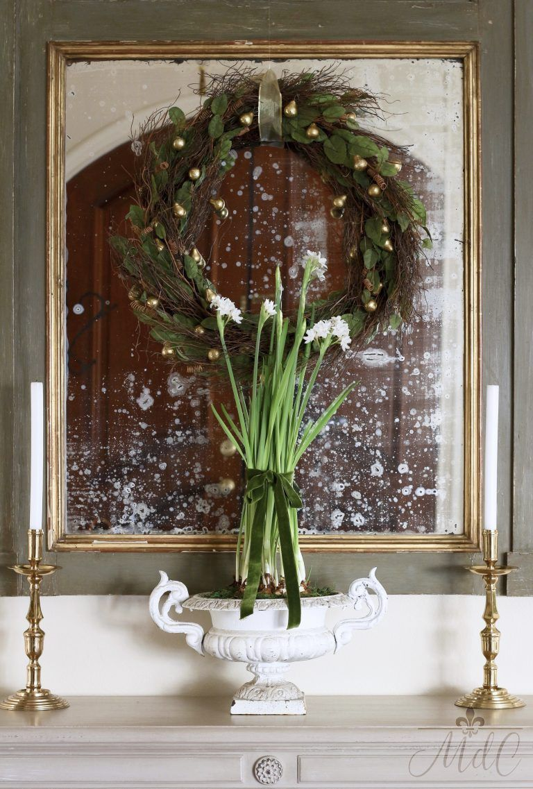 Simple & Romantic French Inspired Holiday Entry Way! French farmhouse Christmas decor in the entry--->#maisondecinq #entryway #christmasdecor #christmasdecorating #holidaydecor #holidaydecorating #bluechristmas #holidayentry #christmasentry #frenchcountry #countryfrench #frenchfarmhouse #farmhousestyle