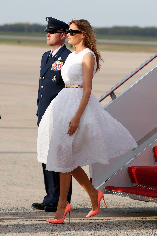 Картинки по запросу melania trump easter dress