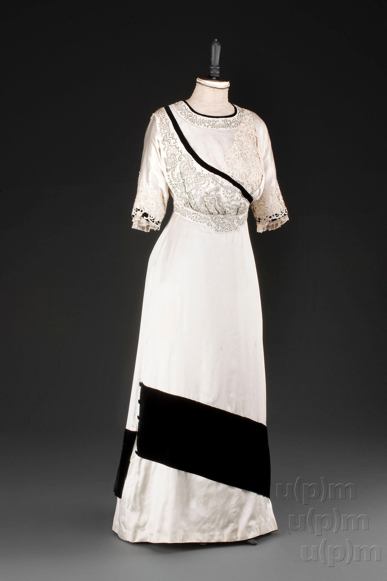 Evening dress, 1907-10 From the Museum of... - Fripperies and Fobs ...