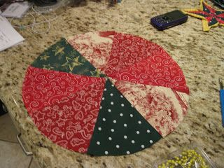 Bryan House Quilts: Mini-Christmas Quilted Tree Skirt Tutorial