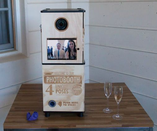 How to make your own wedding photobooth