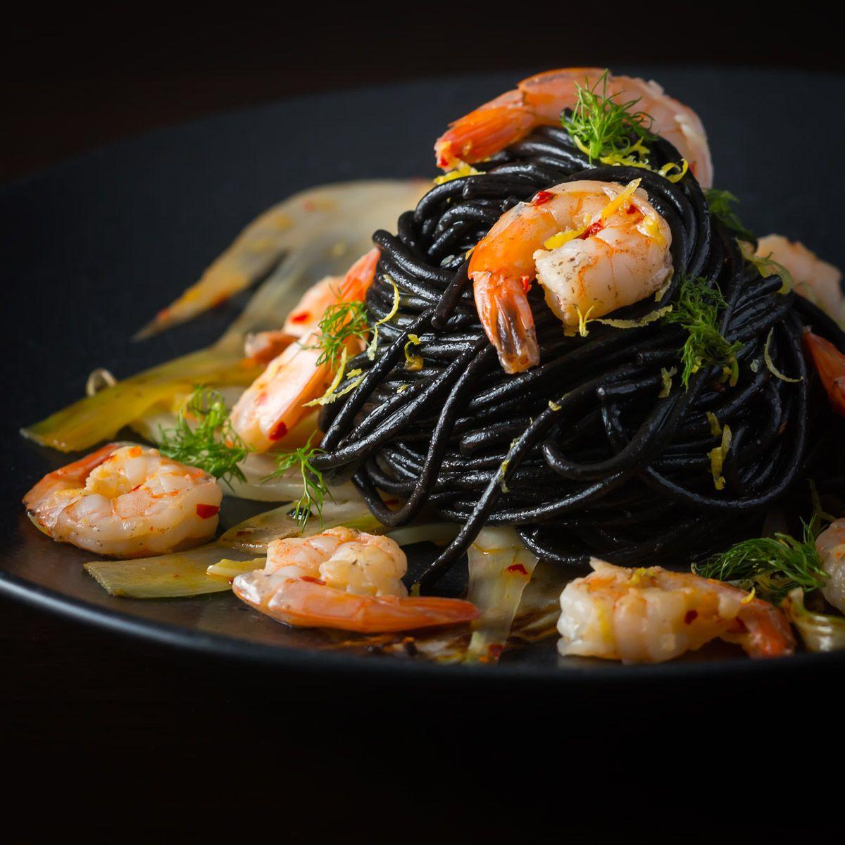 Черная паста с морепродуктами. Необычный рецепт на ужин