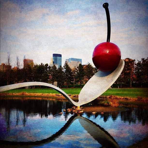The Spoonbridge and Cherry statue is an iconic place in Minnesota. It is located at the Minneapolis Sculpture Garden near the Walker Art Center. #ESTOroadtrip