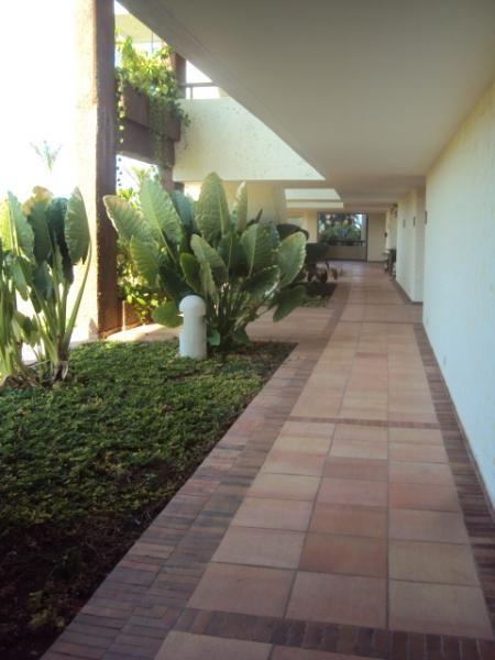 Este para el corredor de los cuartos alfarera pueblo for Pisos para terrazas y jardines