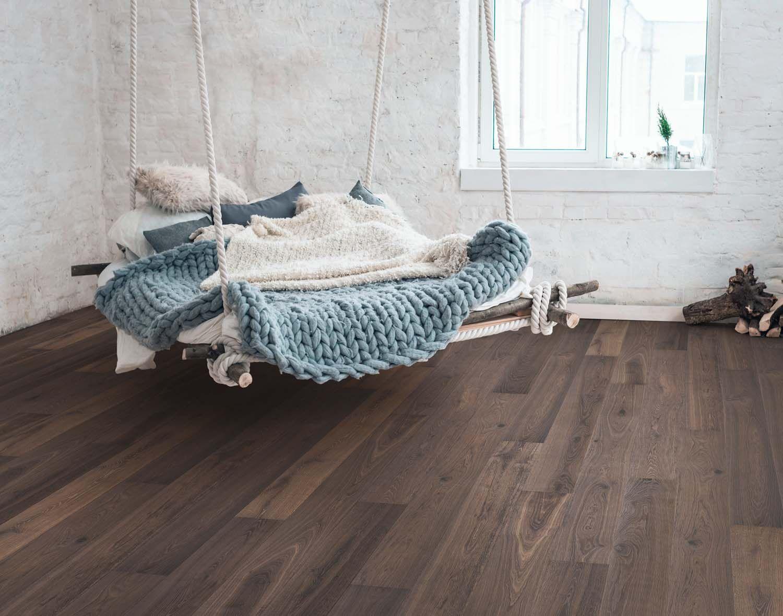 Dunkel Brauner Parkettboden In Eiche Schlafzimmer Holzboden Parkettboden Parkett