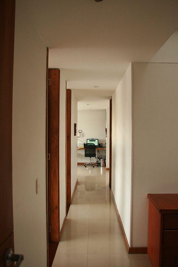 Calle 51D Nº 22A14 ó Carrera 23 con Calle 51 (Manizales - Caldas); 126 metros cuadrados; Vista 180º; 2 baños; 4 alcobas; Sala - Comedor; Cocina integral; Zona de ropas; Cuarto útil; Un parqueadero; Ascensor; Terraza comunal, salón social, secadora del edificio; Frente 2º piso, por detrás del edificio 7º piso; Vigilancia inteligente, (portero 8 horas); Es un inmueble central, equidistante del Norte y Sur de la ciudad.
