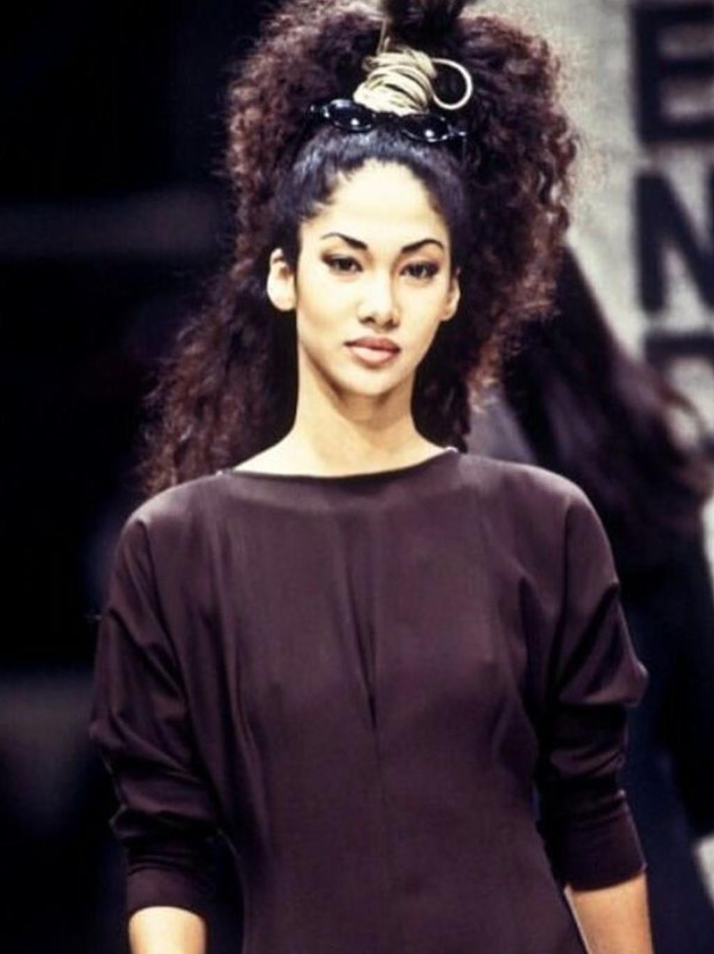 young kimora lee simmons runway walk thick kinky curly