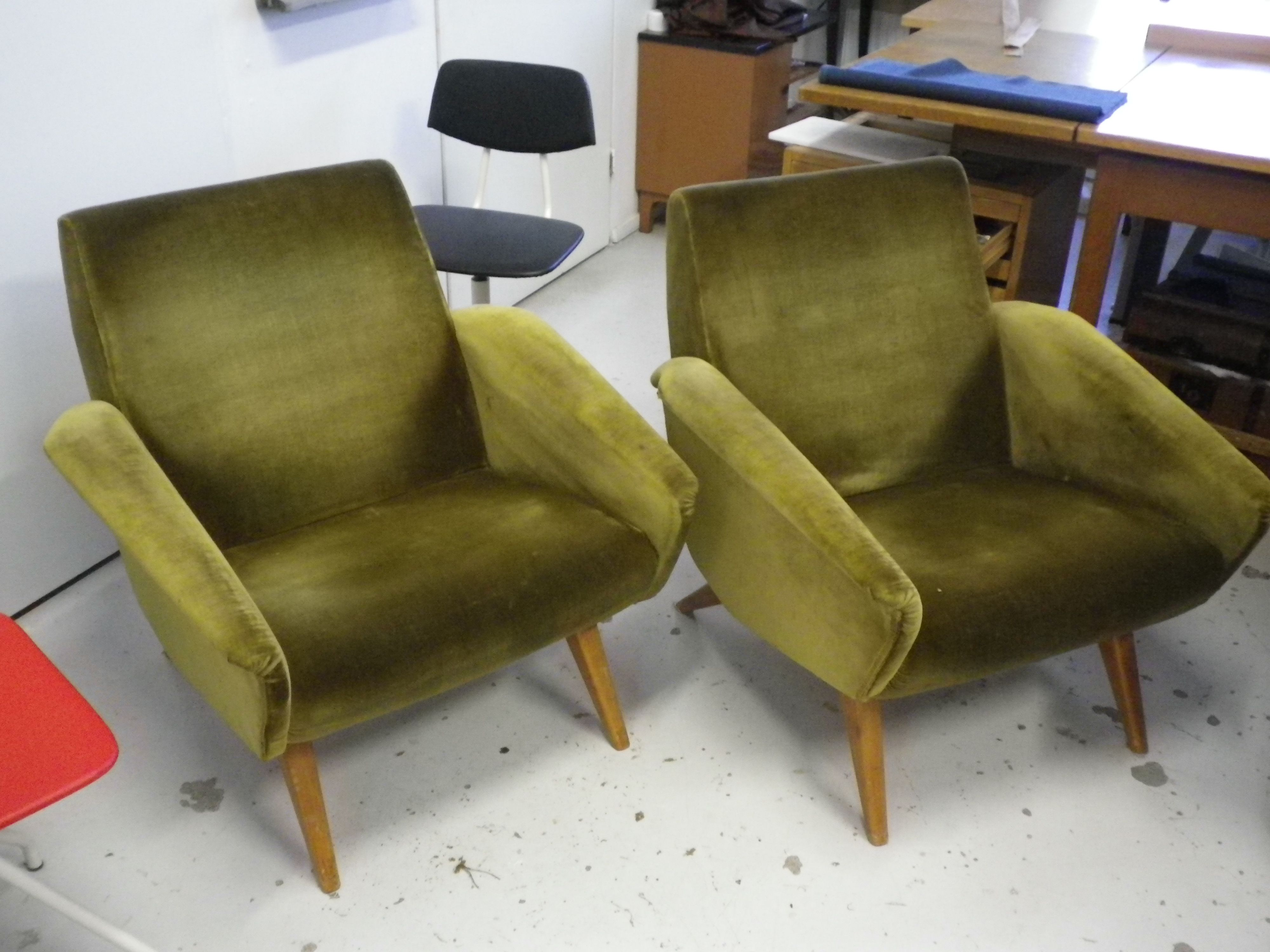 50-luvun nojatuolit, odottavat kunnostusta ja verhoilua. Tulossa myyntiin