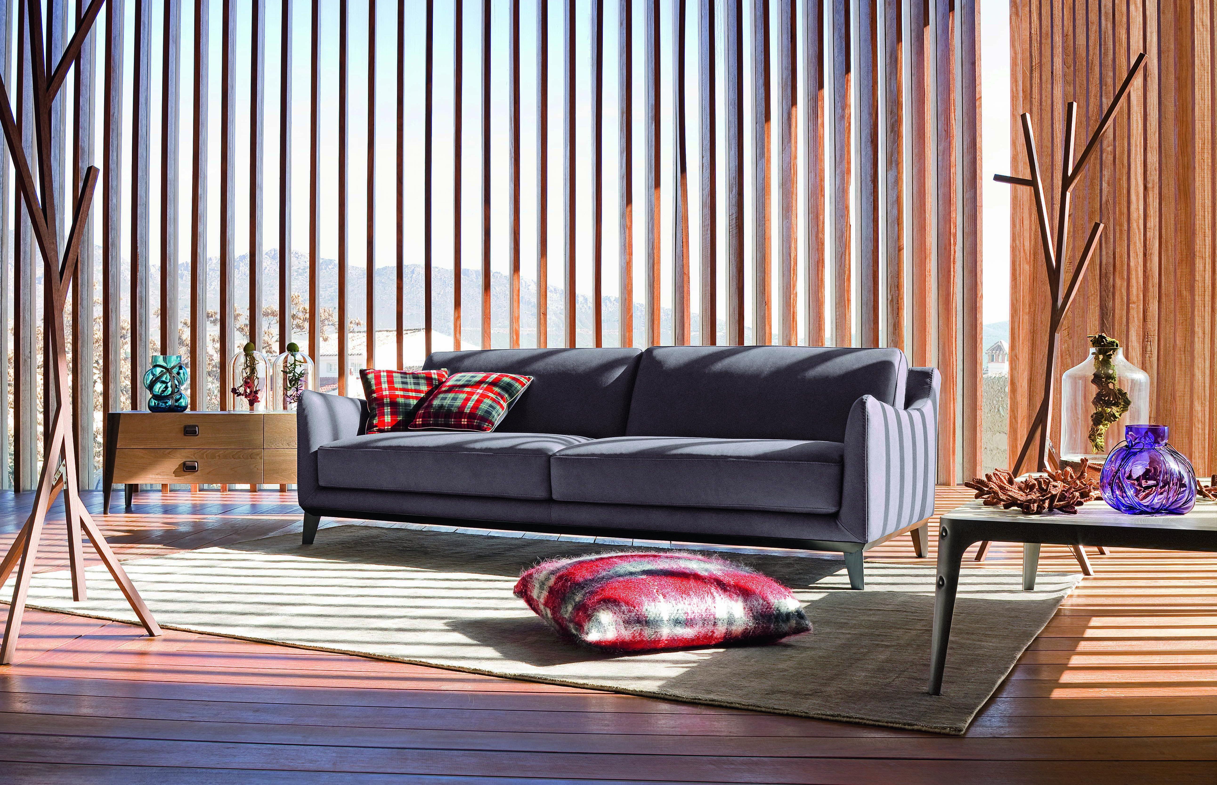 Roche Bobois Brisbane Sofa Upholstered In Leather Design Philippe Bouix Rochebobois Leather Sofa Livingroom Philippebo Sofa Furniture Interior Design