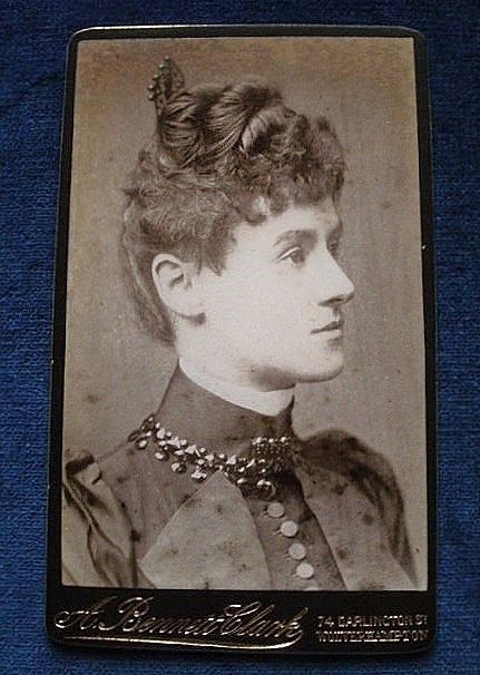 Carte De Visite Antique A Portrait Of An Elegant Young Lady Blank Reverse Bennett Clark 74 Darlington St Wolverhampton C1890