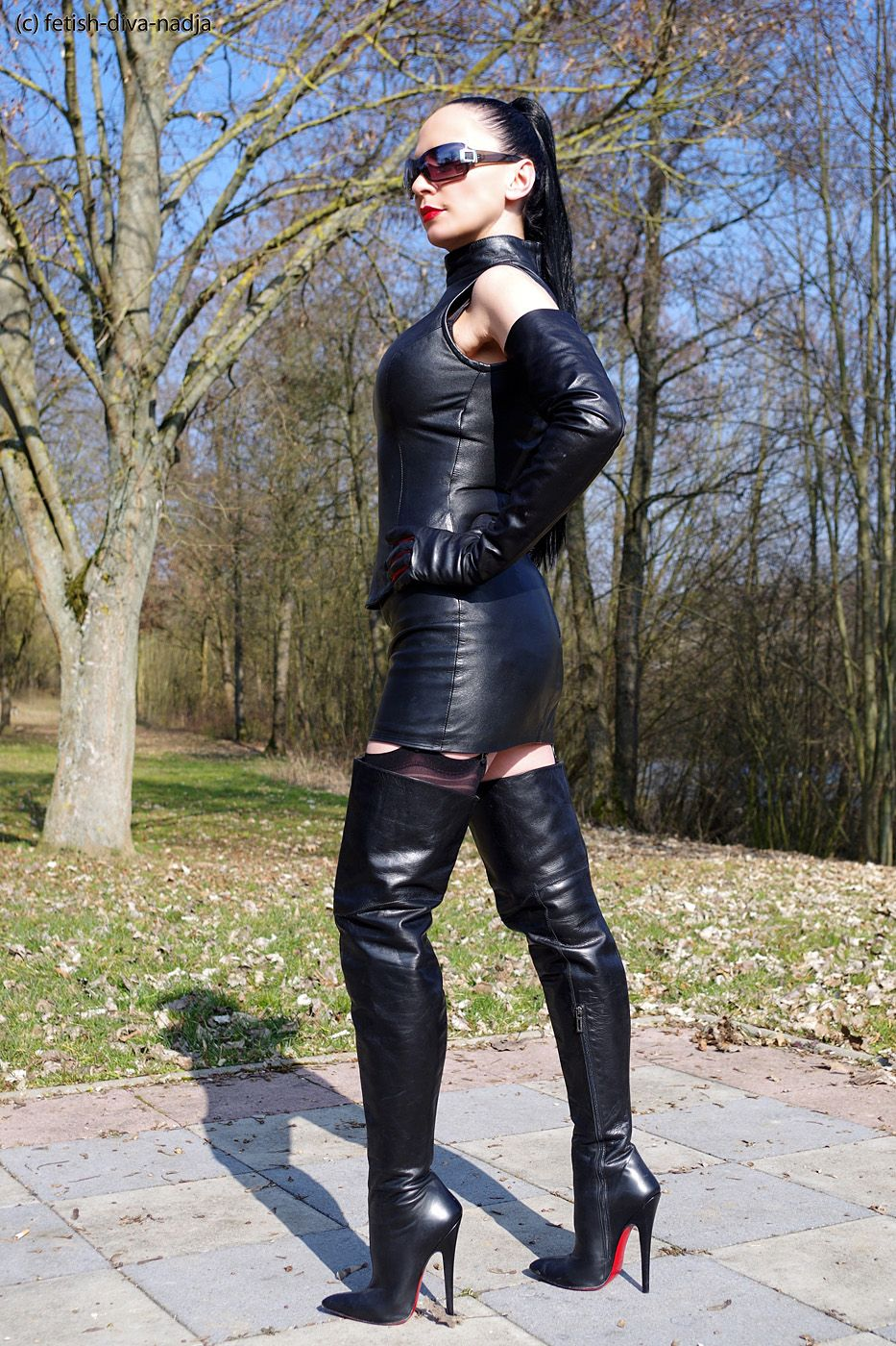 Ovde fetish leather boots