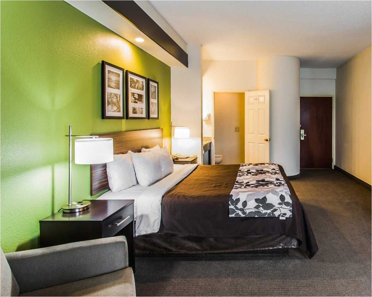Hotels with 2 Bedroom Suites Near Disney World (With ...