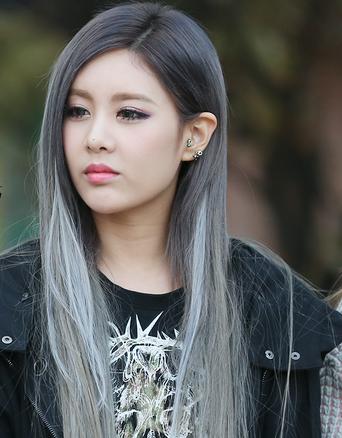 Eye Candy 23 Idols Who Rocked Platinum Silver Hair Silver Grey Hair Hair Styles Hair Inspiration
