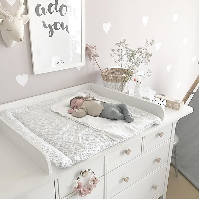 ikea hemnes hack wickelkommode wickeltisch diy m dchenzimmer babyroom girlsroom wandsticker. Black Bedroom Furniture Sets. Home Design Ideas