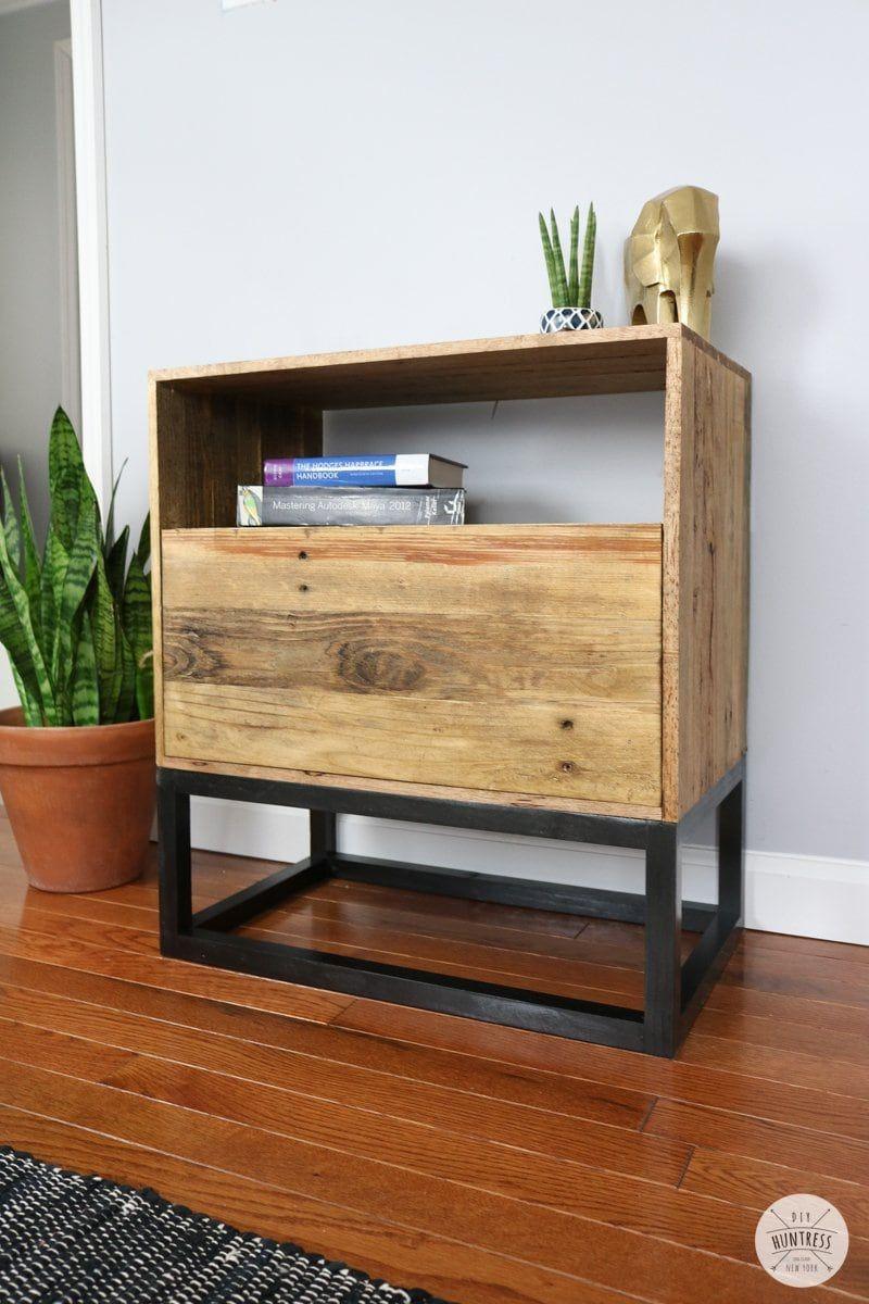 Diy Reclaimed Pallet Wood Nightstand West Elm Knockoff Diy Huntress Reclaimed Pallet Wood Wood Pallets Wood Nightstand