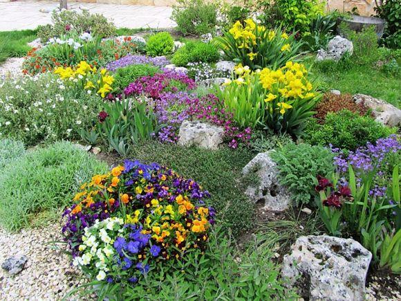 C mo construir una rocalla jard n de rocas para m s - Rocas para jardin ...