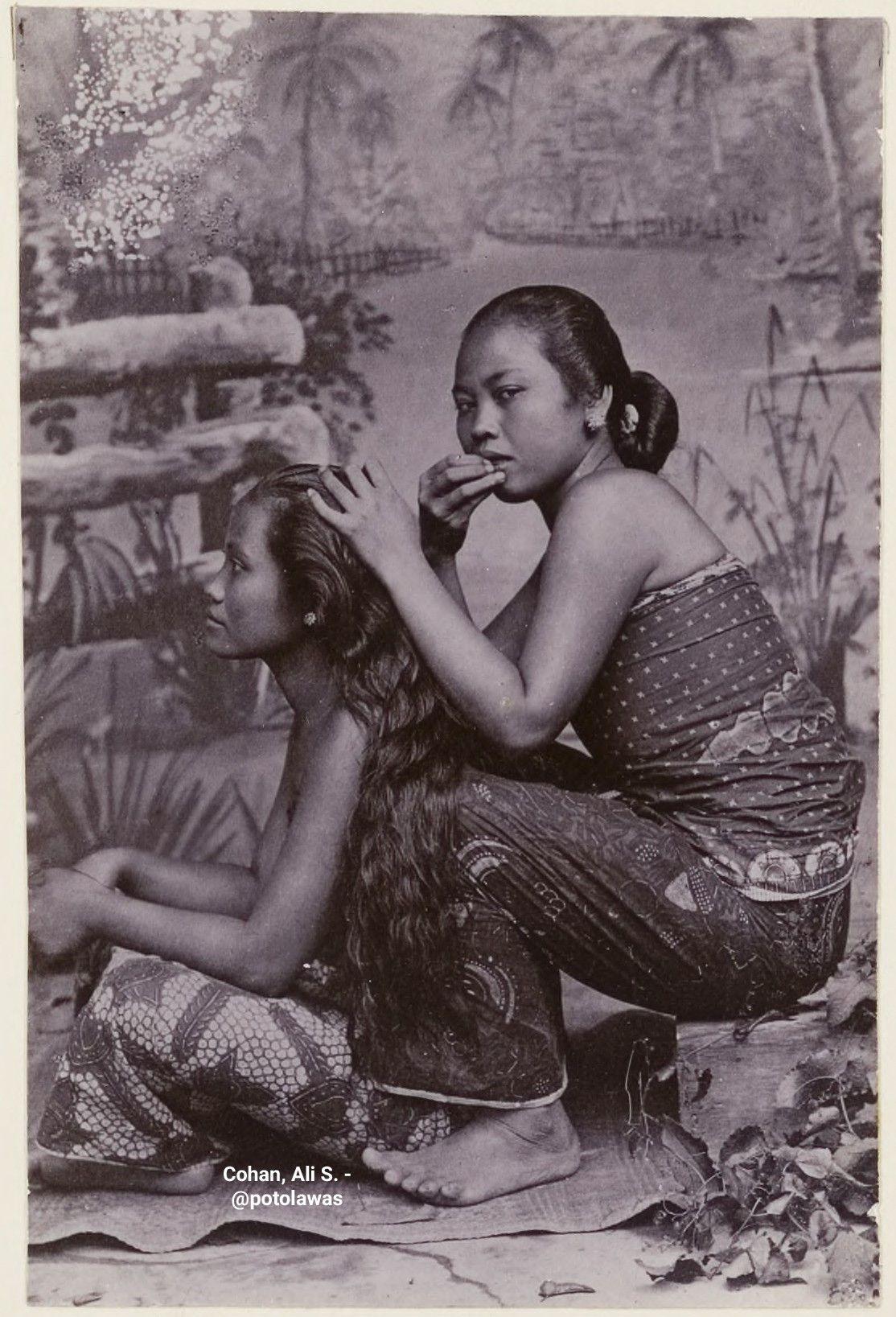 Potret dua orang wanita Jawa, ca. 1890. Kalo ditempat