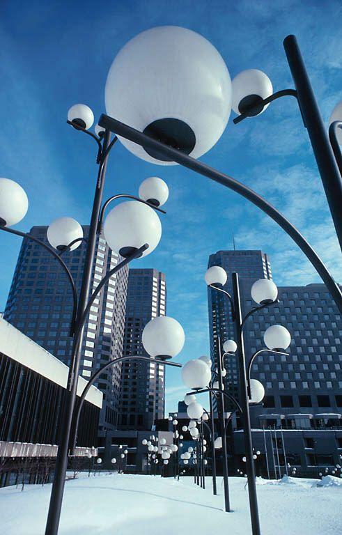 Интересная концепция для уличных фонарей http://heliopoli.com/category/design/ #концепция #уличныефонари #фонари #архитектура #concept #streetlamp #lampposts #architecture