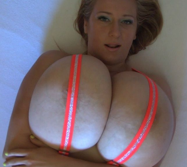Huge Busty Natural Tits