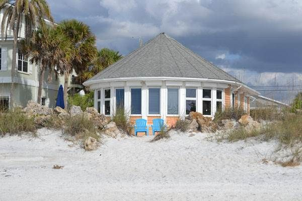 Anna Maria Island Gulf Front Home 3 Bedroom Vacation Rental Breakers 1 Gulf Front Homes Condos Beachfront House Vacation Property Island Vacation