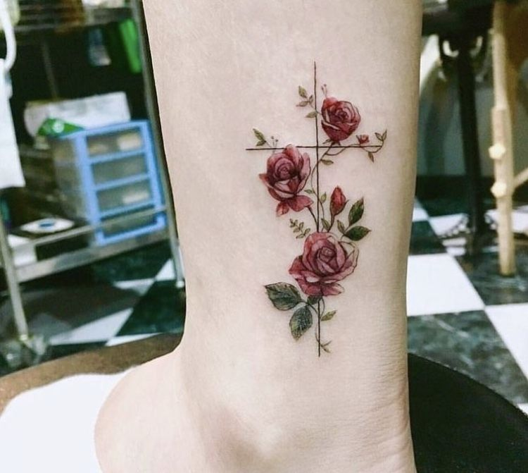 Tatouage | Tatouage rose, Tatouage, Tatouage croix