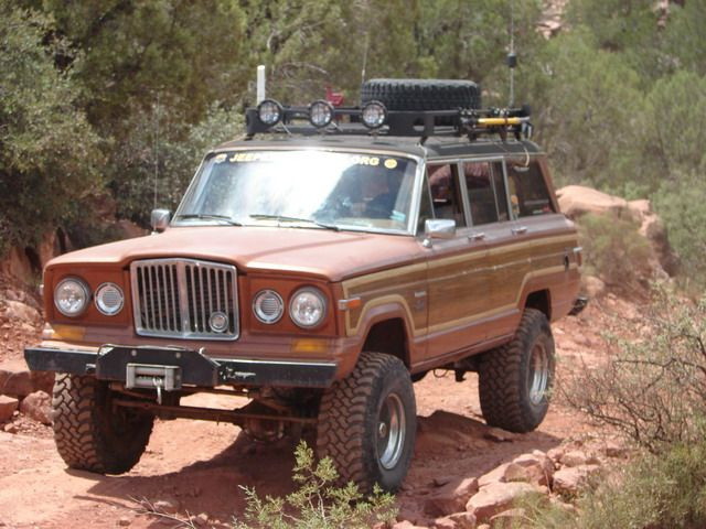 1982 Jeep Wagoneer Limited With A 7 1 2 Soa Lift On 33 S Jeep Xj Jeep Wagoneer Willys Jeep