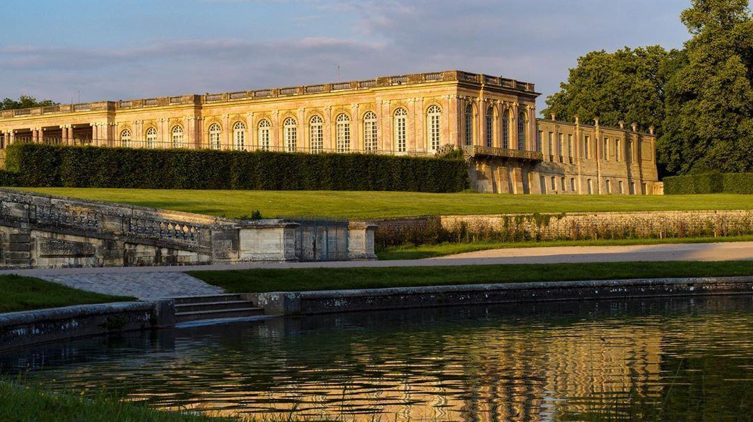 Chateau De Versailles On Instagram Coucher Du Soleil Au