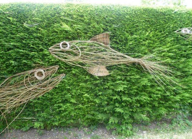 Garten dekor bastelideen fische korb weide geflochten for Garten bastelideen