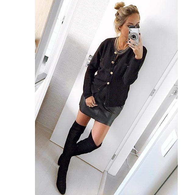 Black Sunday!!!😎😎 Com cardigan maraaa de tricô + saia em couro eco by @stockstore 😍😍😍 {bota @tabitacalcados para a @mercadodosapato & colar de correntaria by @samoacessorios } 💎❤️🔝 #danicardoso®