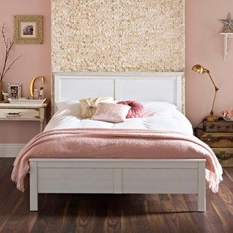 sort of a modern, shabby chic look in my opinion. very cute, feminine,  sophisticated! love it.