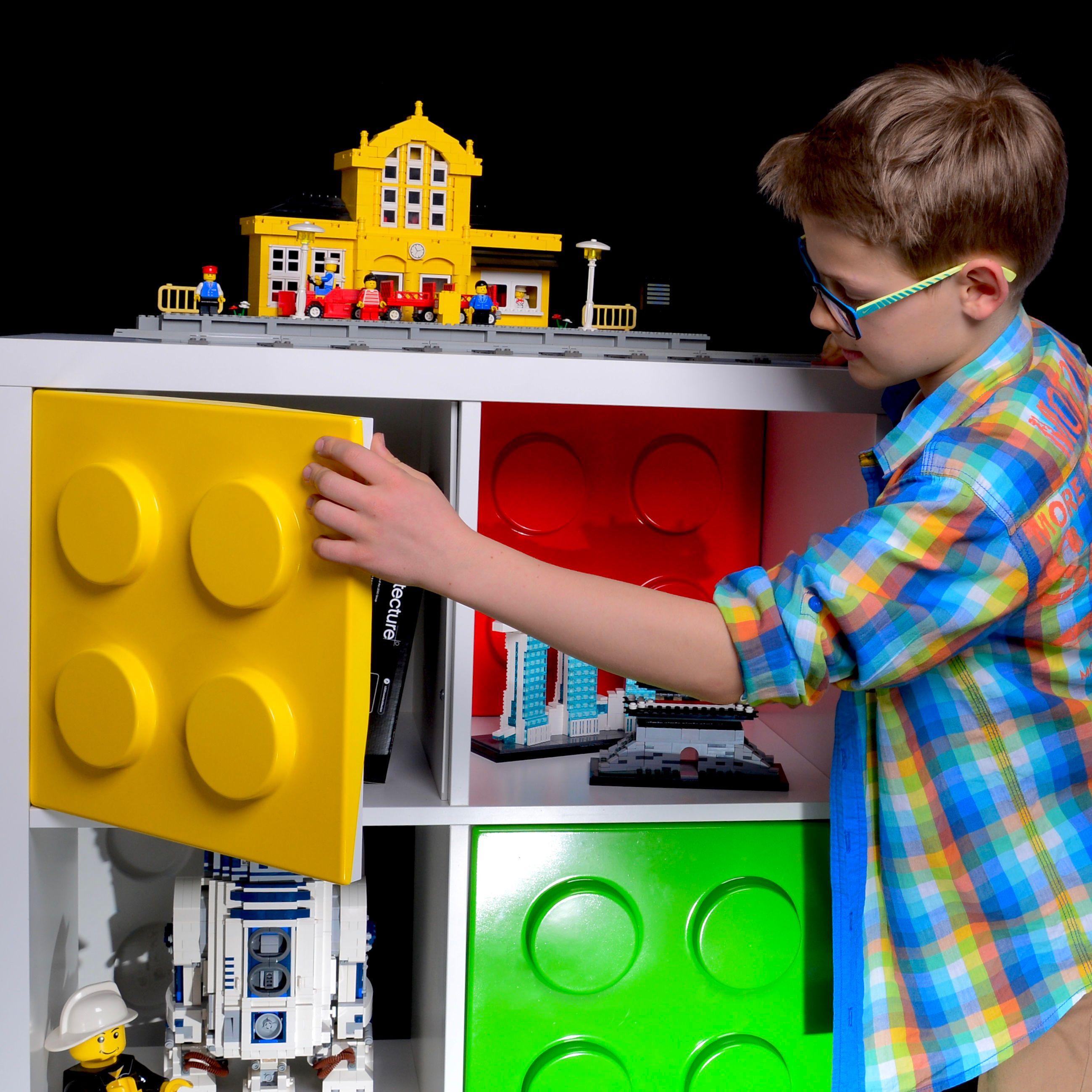 Kids love giant LEGO bricks in their room Legozimmer