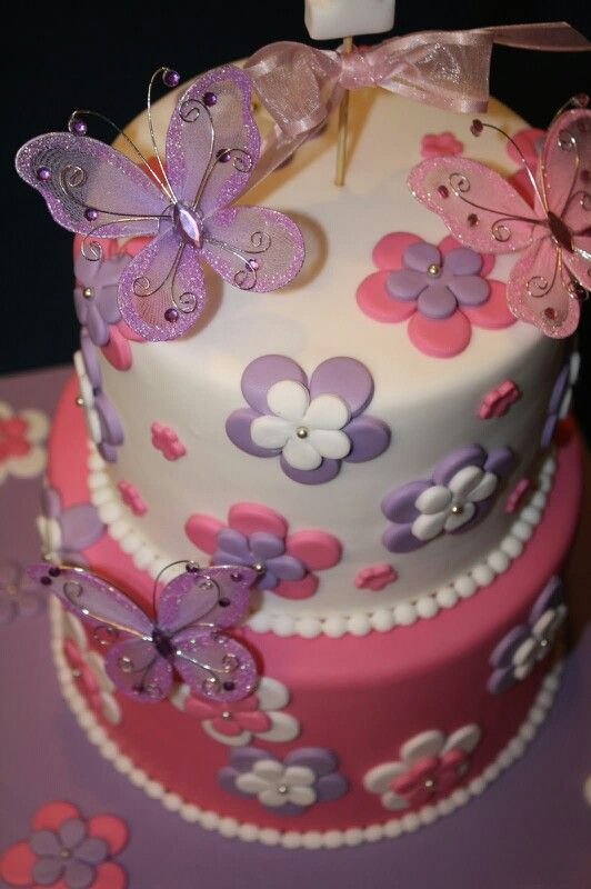 Flowers and butterfly birthday cake Kage dekoration ...