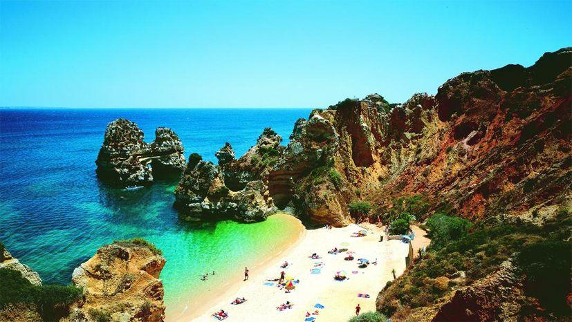 Go to #Portugal! #lemondeestanous