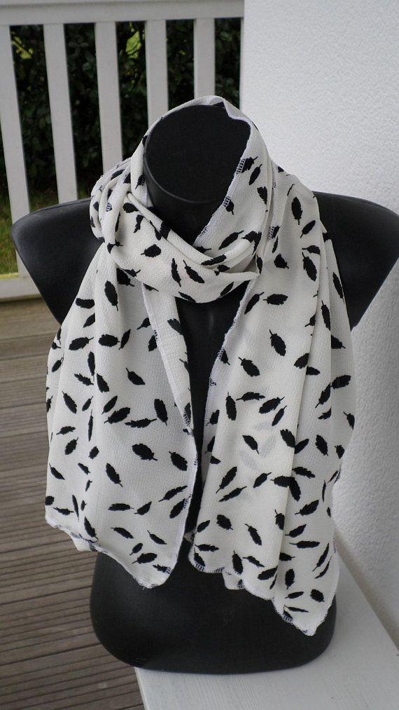 b53aec8d96b écharpe foulard étole snood pour femme  imprimé plumes blanc et noir collection  printemps été 2018 créateur lin eva pour mariage soirée fête